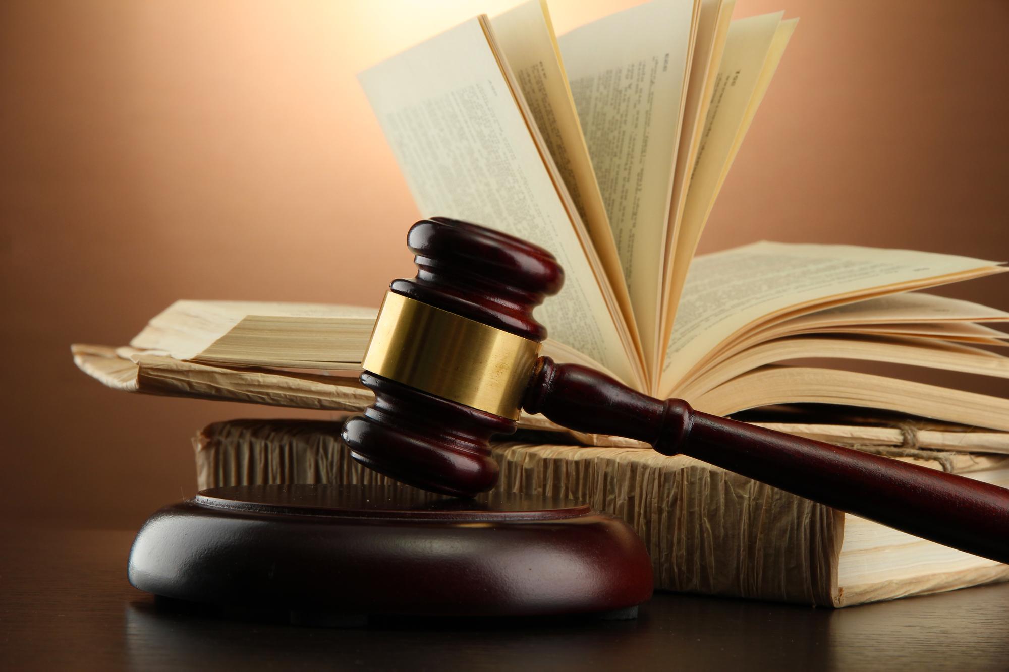 У Києві суд відпустив чоловіка, який ґвалтував дворічного пасинка