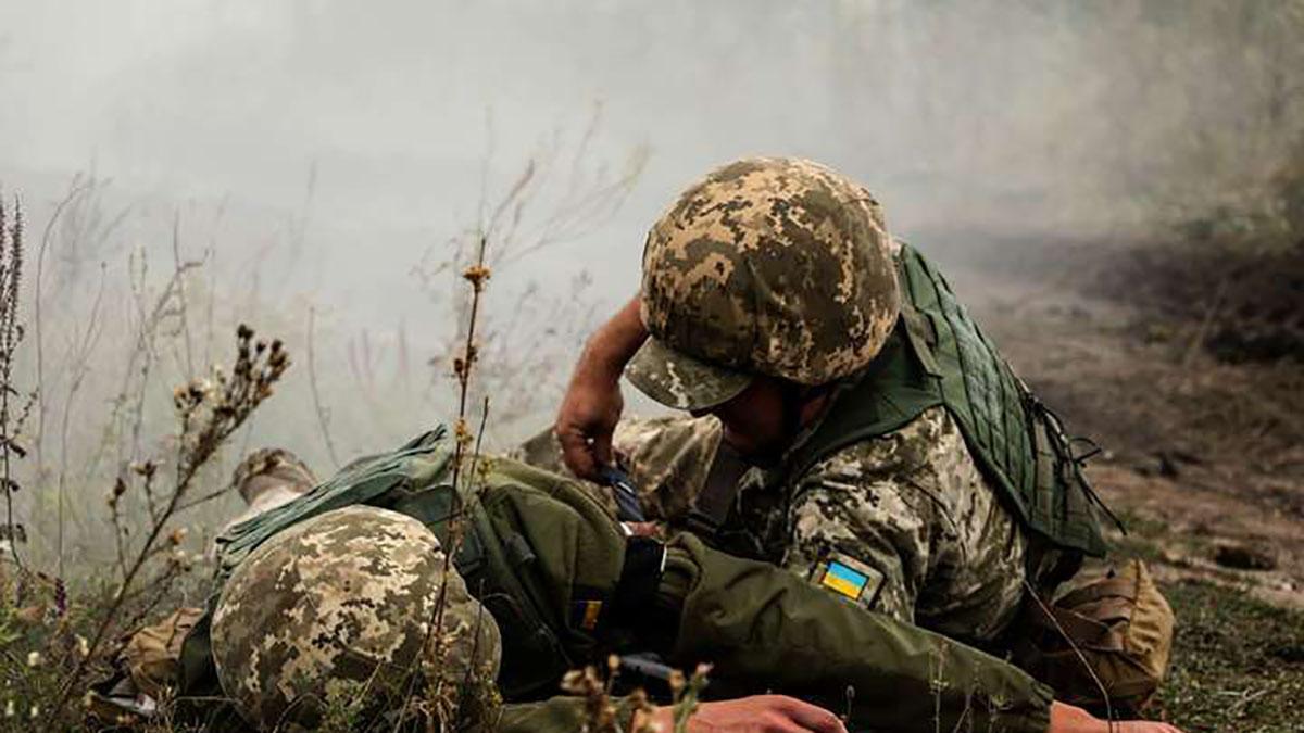 На Донбасі поранили двох українських військових