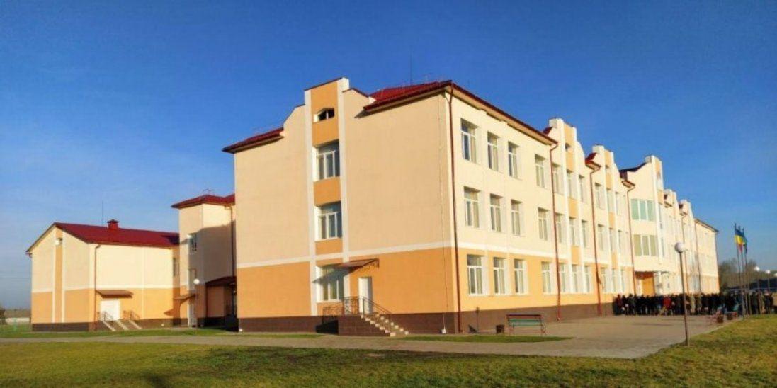 На Волині відкрили школу, яку будували дев'ять років (фото)