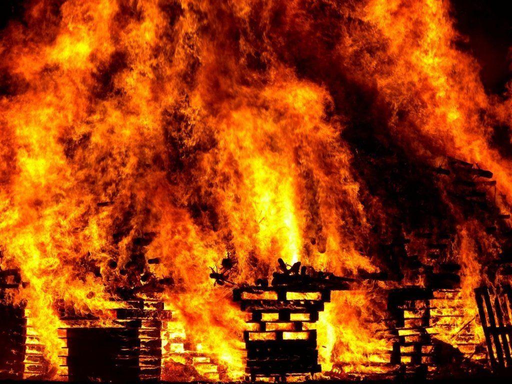 Під Одесою в пожежі згорів чоловік (фото, відео)