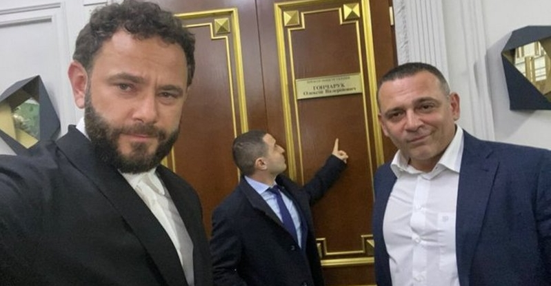 «Дати п.зди відразу»: депутати з «Слуги народу» про прем'єр-міністра