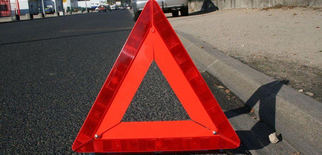 ДТП у Луцьку: відкинутий на тротуар Mercedes травмував жінку