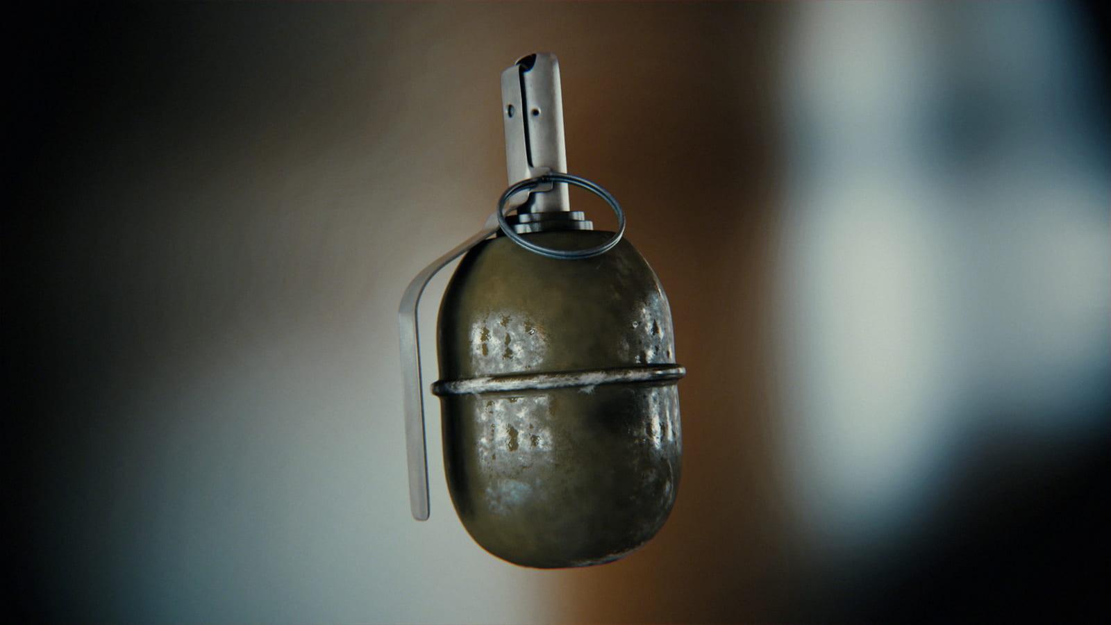 Лучанам на двері квартири причепили «гранату»