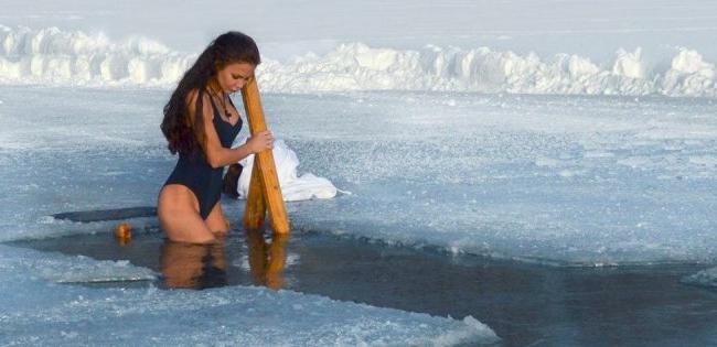 Освячена вода гріхів не змиває: у ПЦУ пояснили традиції Водохреща
