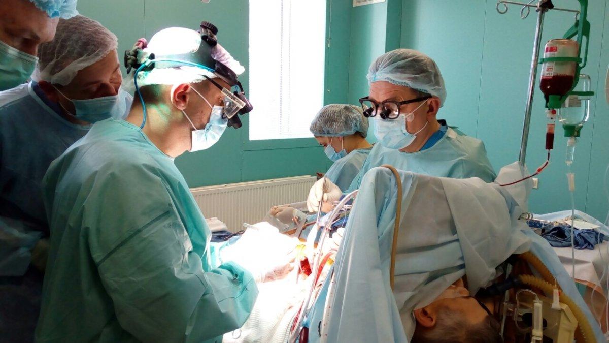 У Луцьку чоловікові зробили одночасно три операції (відео)