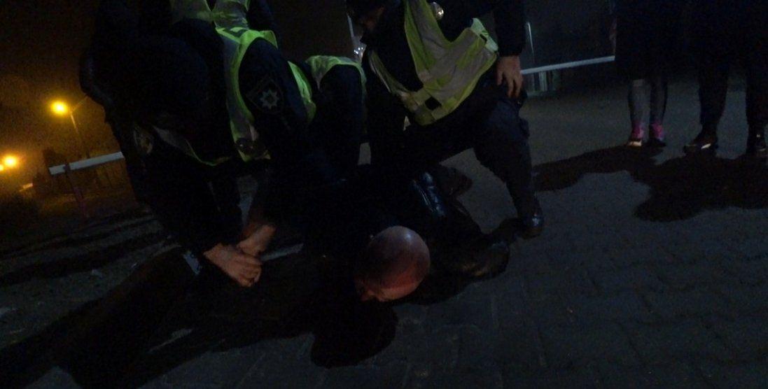Поклали на землю і закували: в Києві затримали екс-начальника ДАІ