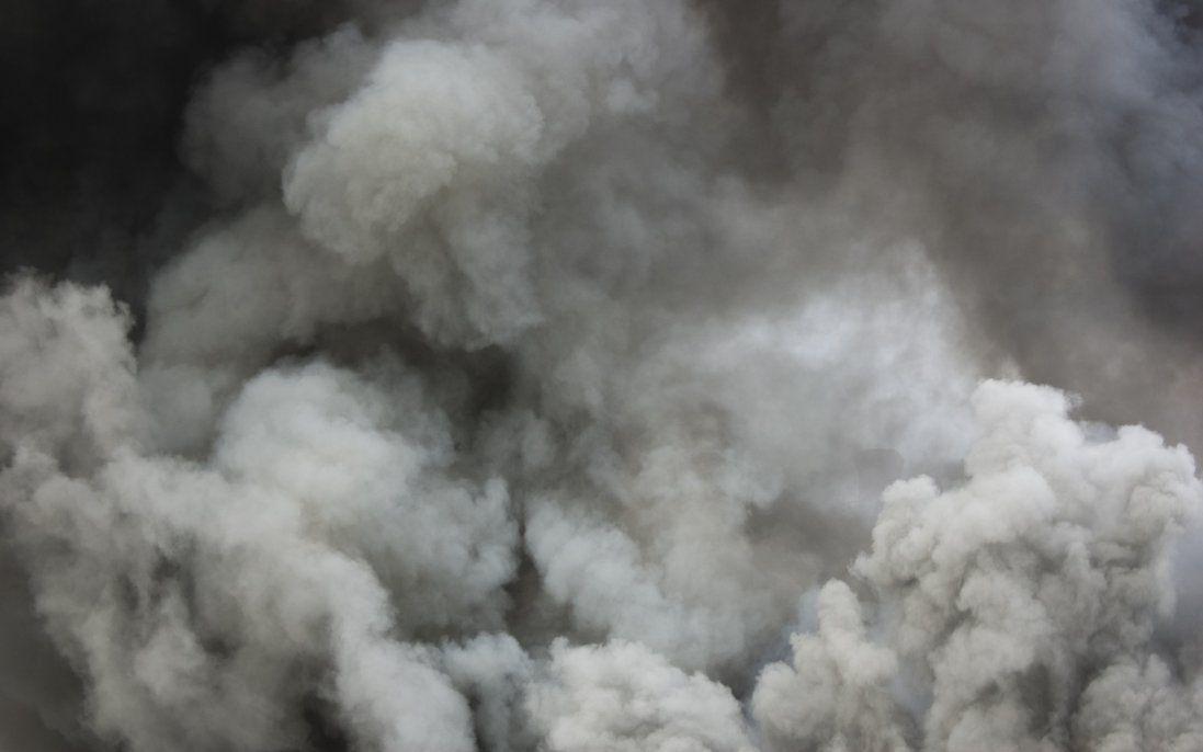 У Києві горить будинок: мешканців евакуйовують (фото)
