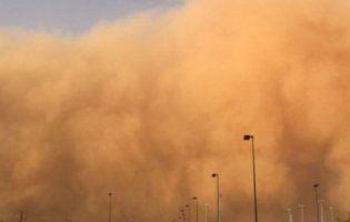 В Австралії – моторошні пилові бурі (відео)
