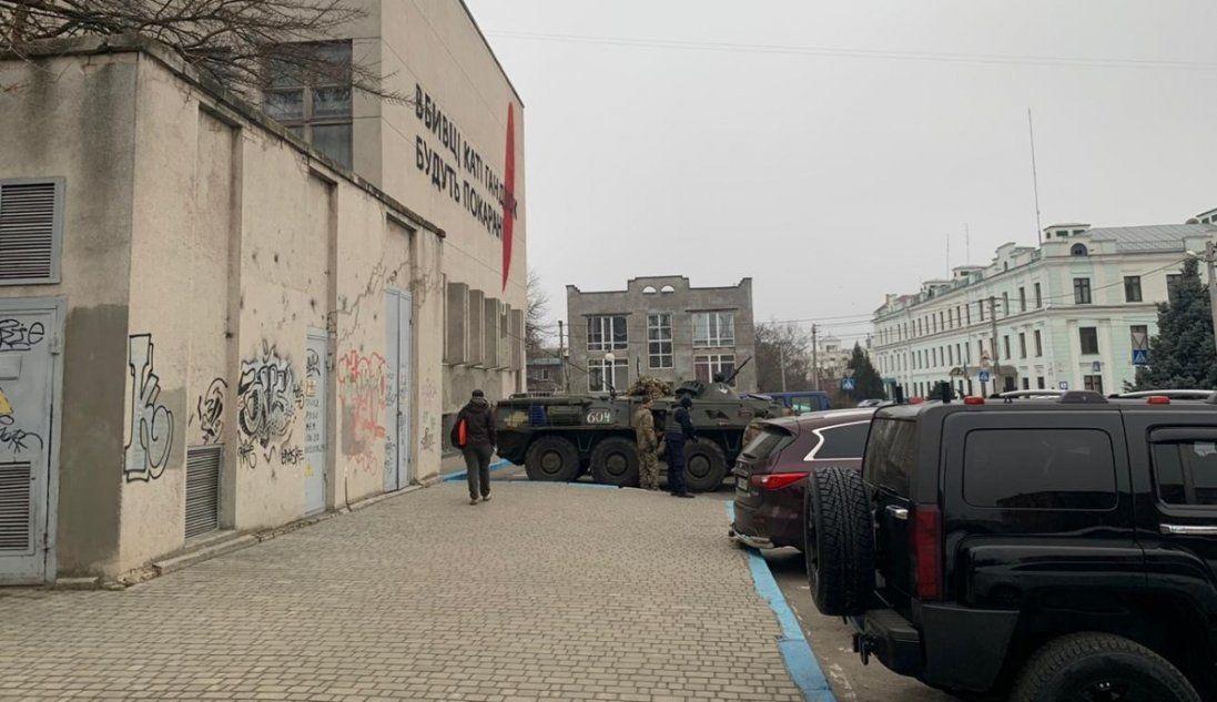 Справа Гандзюк: у Херсоні – спецоперація із залученням бронетехніки