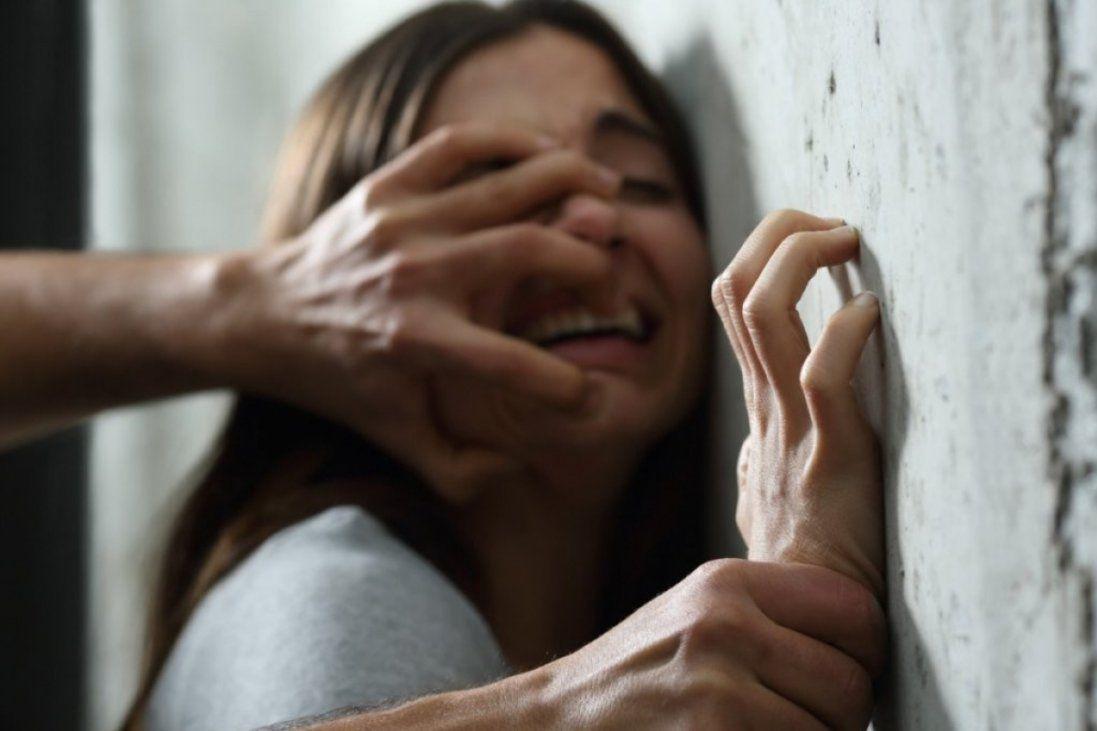 У Кривому Розі озброєний чоловік пограбував і зґвалтував дівчину