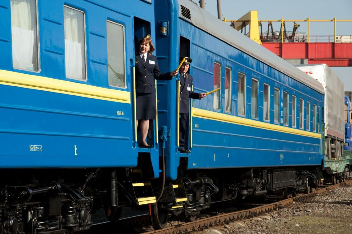 У потязі «Київ - Івано-Франківськ» пасажири побили провідника
