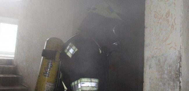 Безхатько підпалив матрац – у луцькій багатоповерхівці гасили пожежу