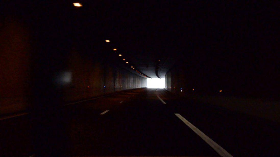 У Києві затопило автомобільний тунель (відео)
