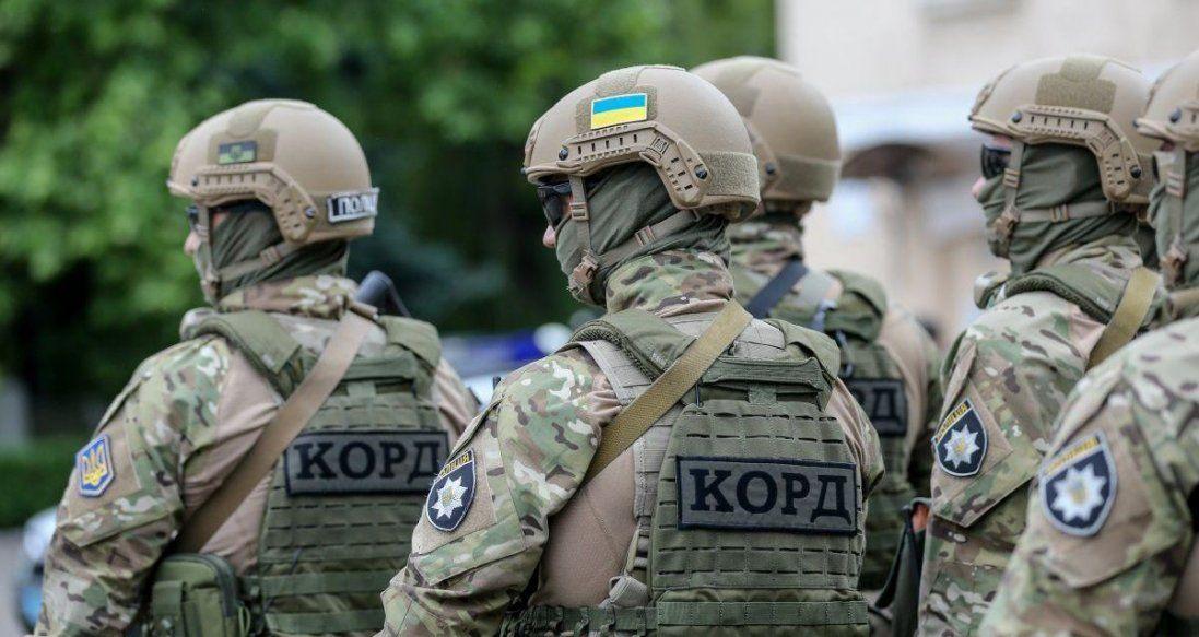 Під Києвом затримали озброєну банду за розбійні напади (відео)