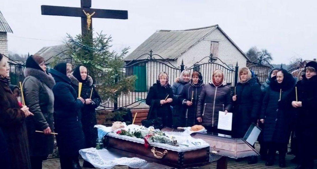 На Волині прихильники УПЦ МП не дозволили занести у храм тіло чоловіка