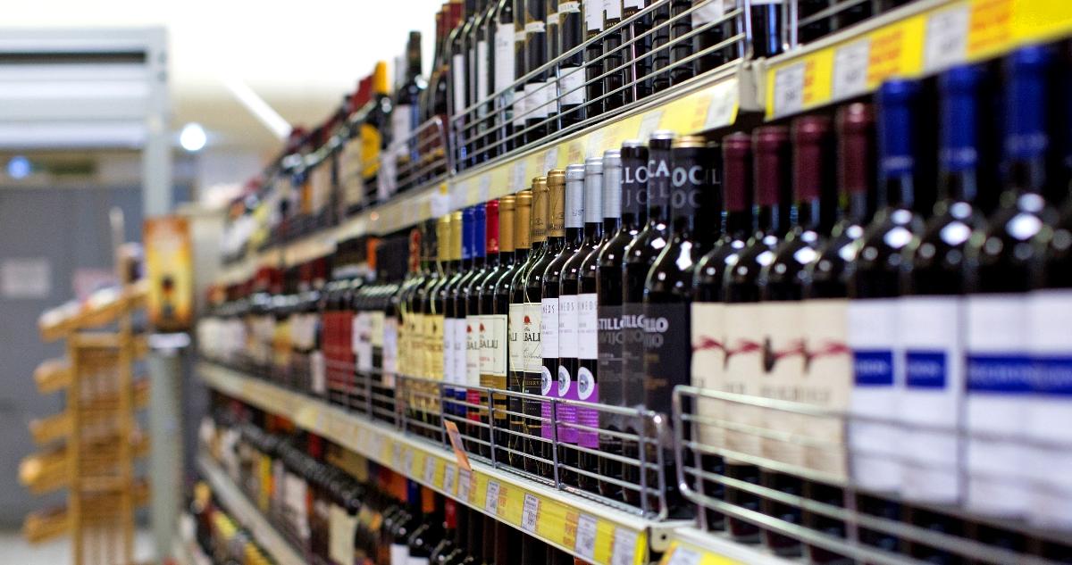 Для боротьби з чорним ринком в Україні змінять правила продажу алкоголю