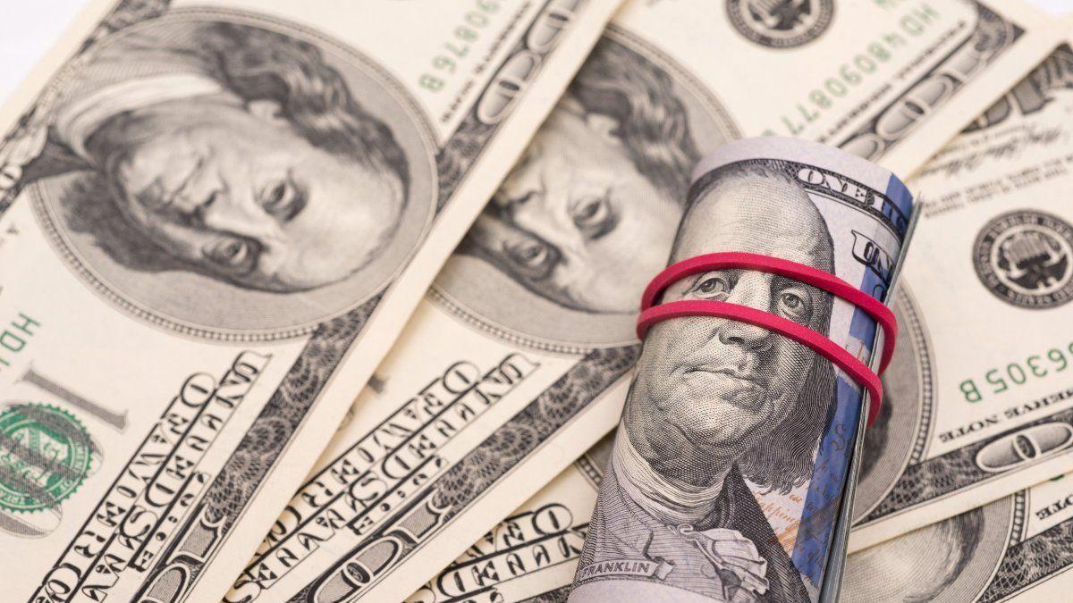 Волинянин вкрав телефон і сумку з доларами