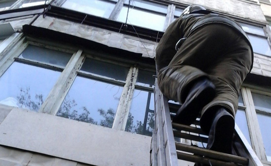 В Одесі спецназ штурмував квартиру, аби врятувати дітей (фото)
