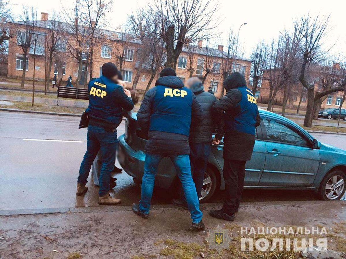 У Чернігові викрили осіб, які постачали наркотики в СІЗО (фото)