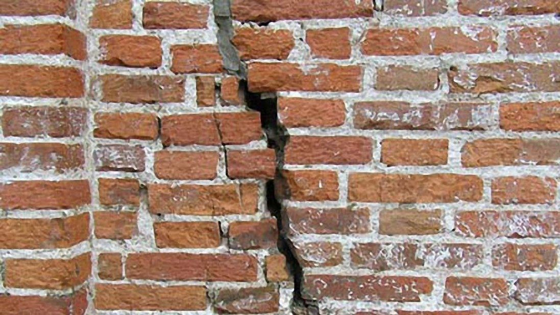 На Харківщині обвалилася стіна – загинула людина