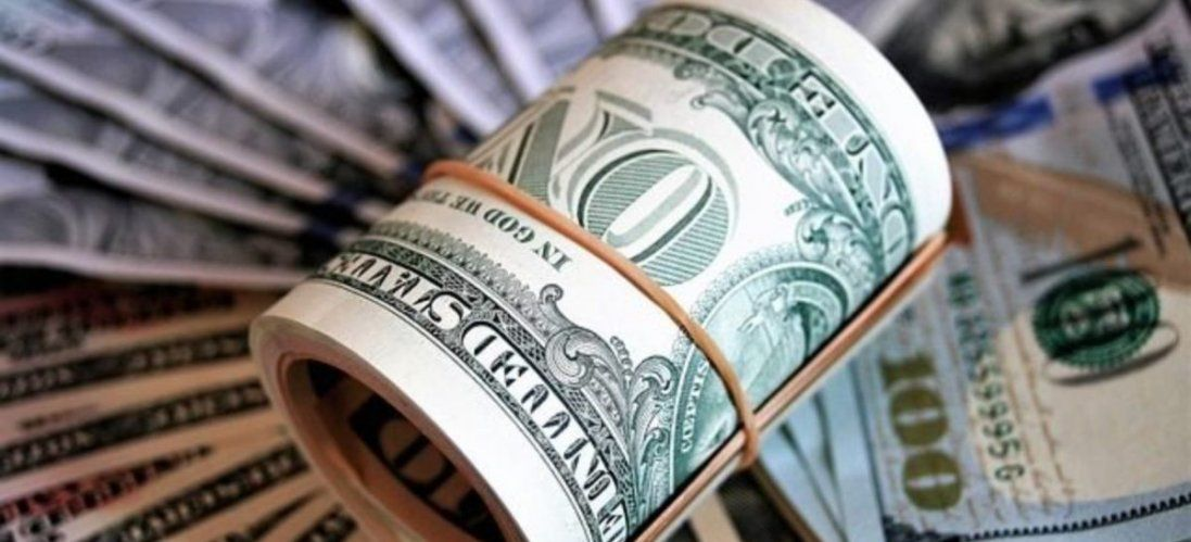 Долар і євро помітно дорожчають