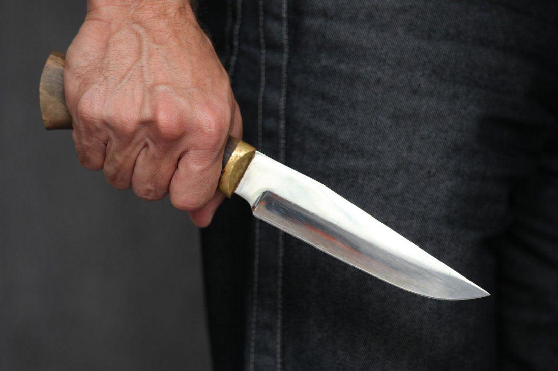 У Києві хлопця з 14 разів штрикнули ножем