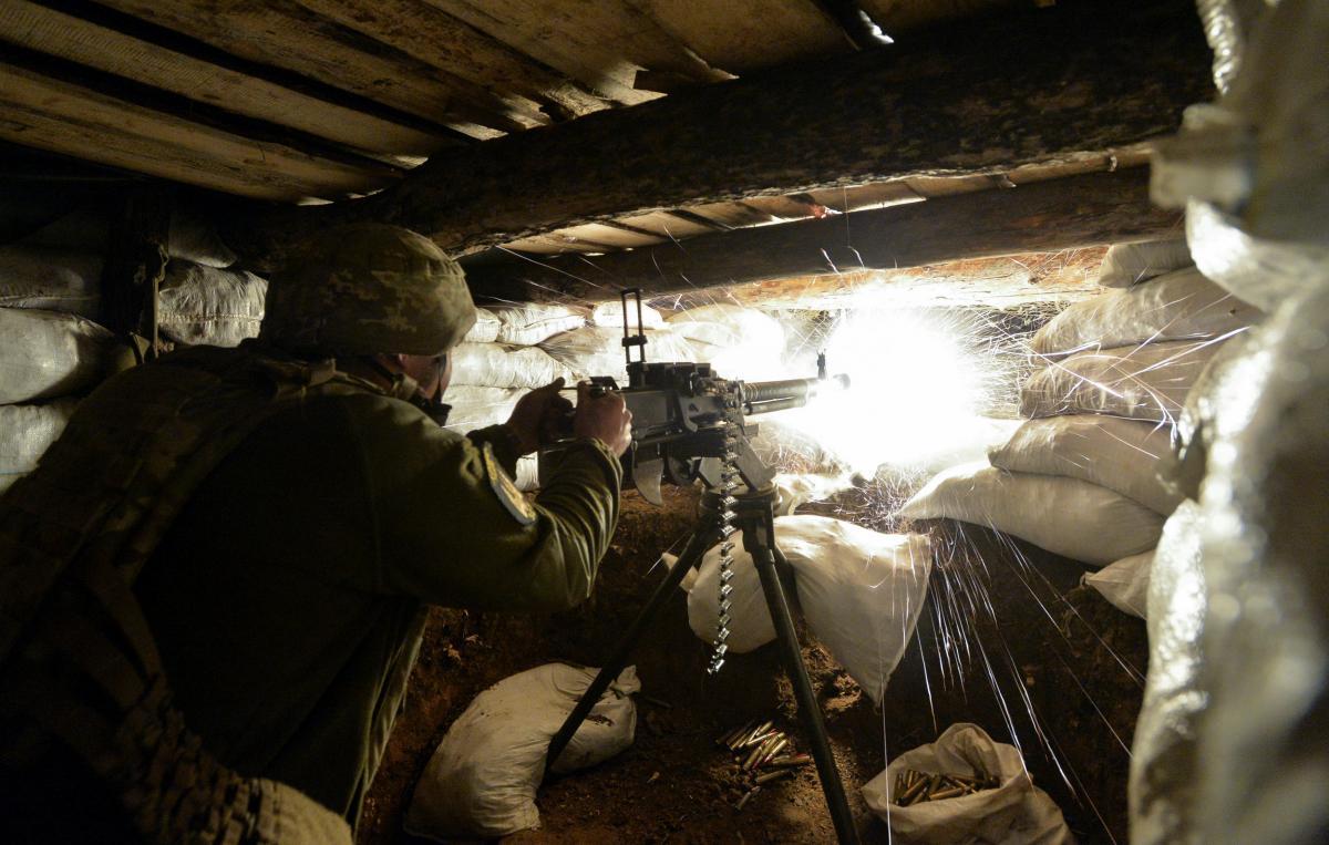 На Донбасі бойовики 12 разів відкривали вогонь: загинуло двоє військових, ще двоє поранені