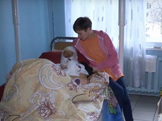 Тепер мама Наталя постійно перебуває у лікарні з дочкою