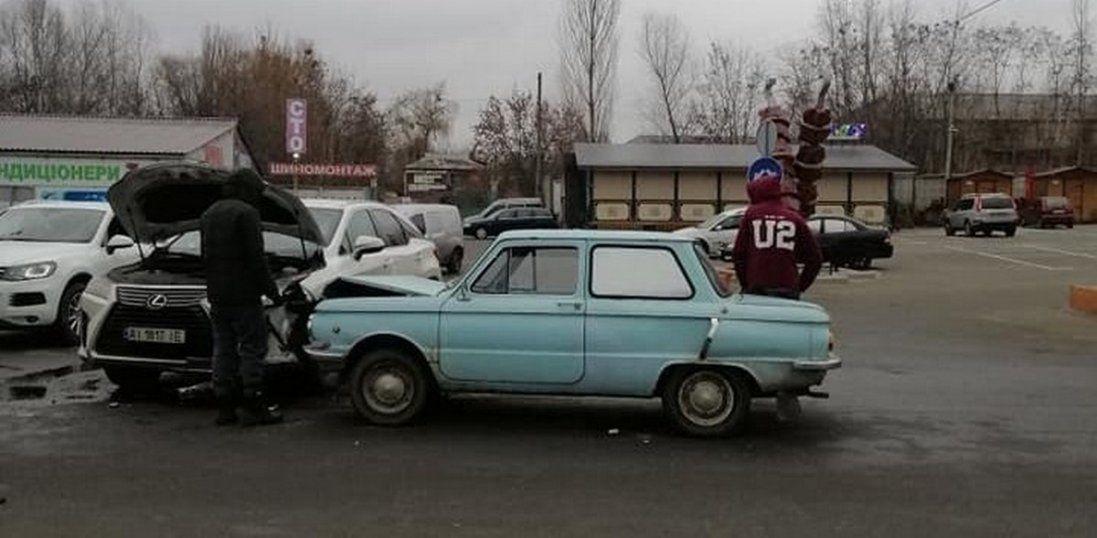 Біля Києва Запорожець «влетів» у Lexus (фото, відео)