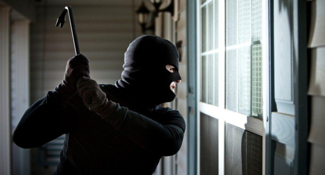 15-річний волинянин розбив п'ять вікон у будинку та викрав відеокамери