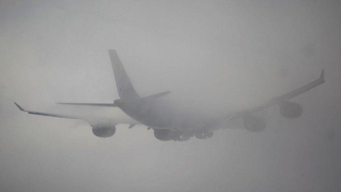 Через туман легковик влетів під вантажівку і скасовують вильоти з Києва