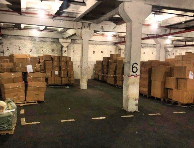 На складі порту Одещини зберігаються 23 тонни іграшок / Фото: фейсбук Зеленського