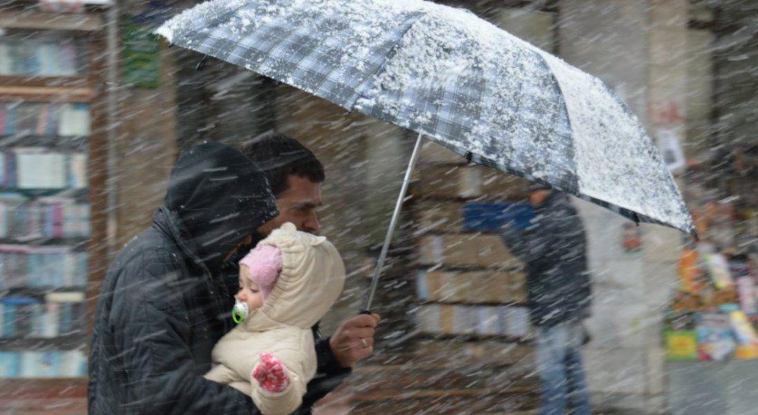 Сьогодні в Україні – мокрий сніг і сильний вітер
