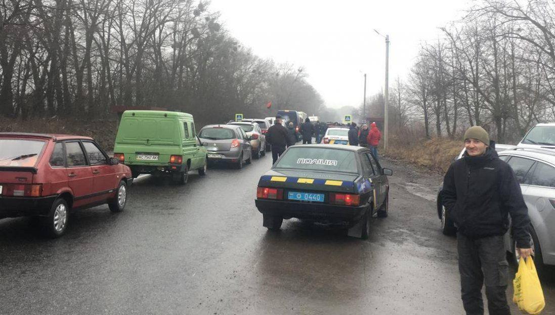 На Волині перекрили жваву трасу через незгоду з примусовим приєднанням (фото)