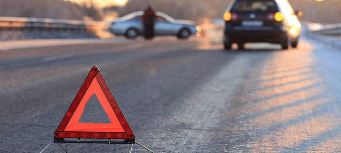 ДТП на Волині: автомобіль з'їхав у кювет і загорівся, постраждало троє людей