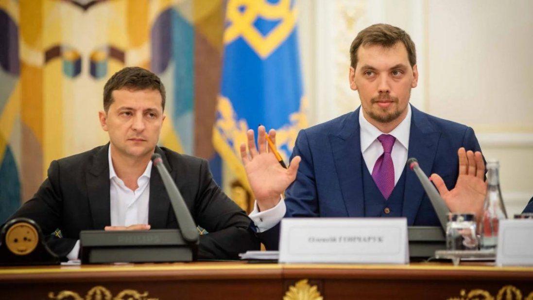 У Гончарука різко впав, у Зеленського — стабільно: нові рейтинги українських політиків
