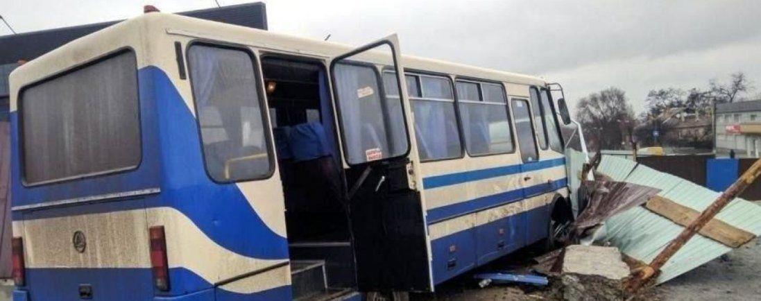 На Дніпропетровщині за кермом помер чоловік: в салоні перебувало 20 дітей