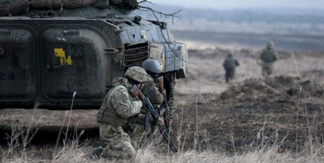 На Донбасі бойовики обстрілюють ЗСУ: двоє поранених