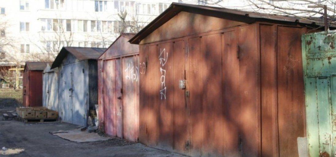 У Києві біля гаражів знайшли тіло дівчини (фото)