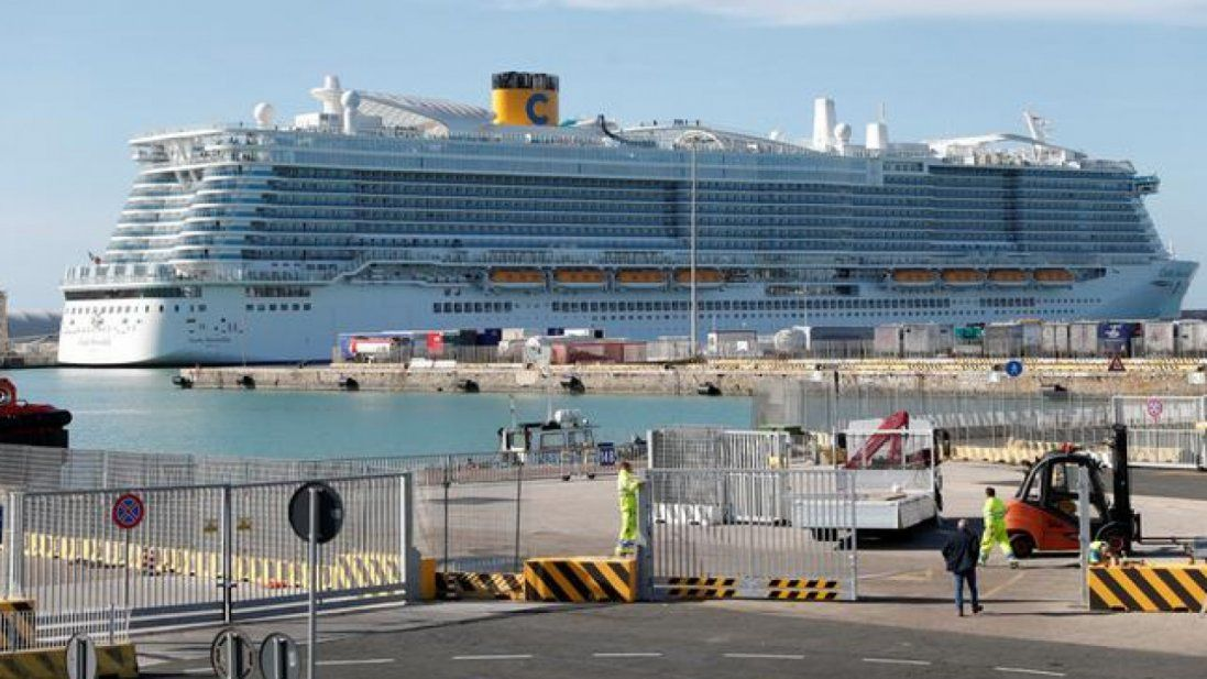 Коронавірус: 20 українців - на борту заблокованого біля Японії лайнера (фото)