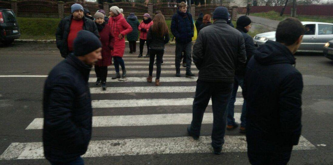 Перекрили дорогу: на Волині протестують проти продажу землі (фото)