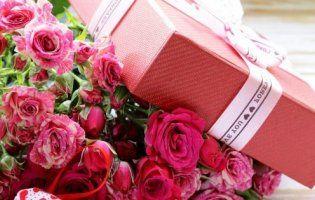 Де у Луцьку купити оригінальні подарунки: квіти, прикраси,  білизну, косметику