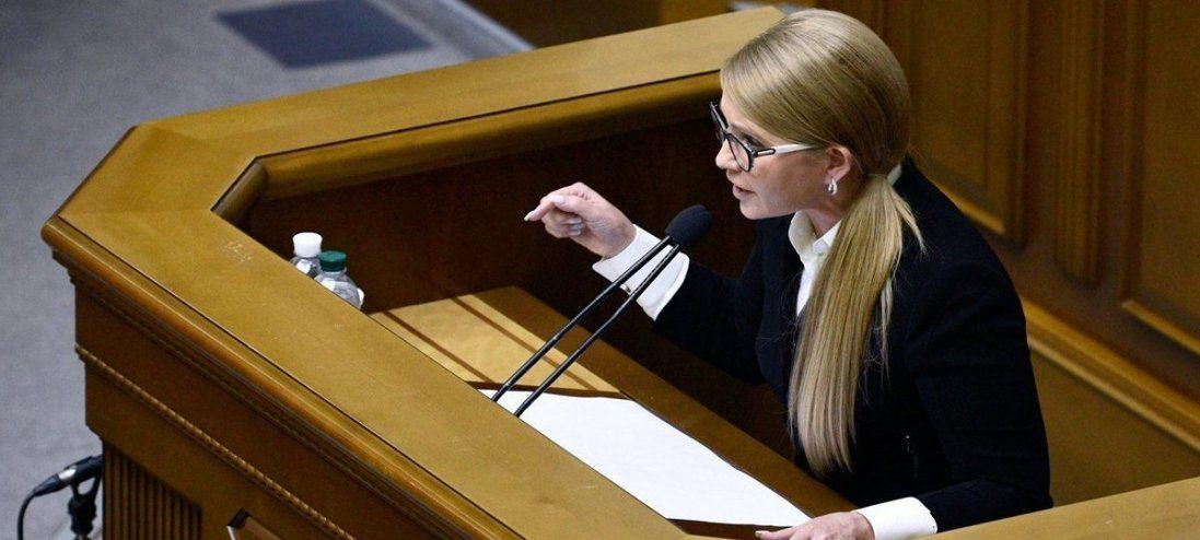 Пролила кров за землю: Тимошенко зламала мікрофон Разумкова (фото)