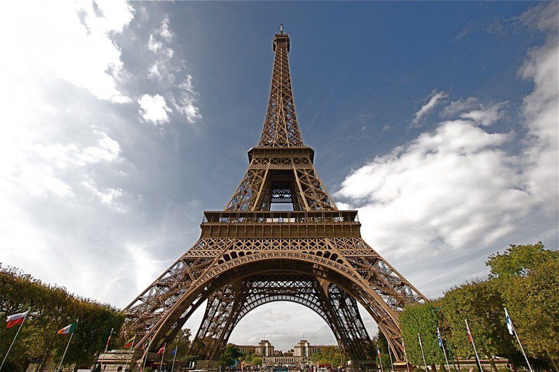 У Парижі через протести закрили Ейфелеву вежу