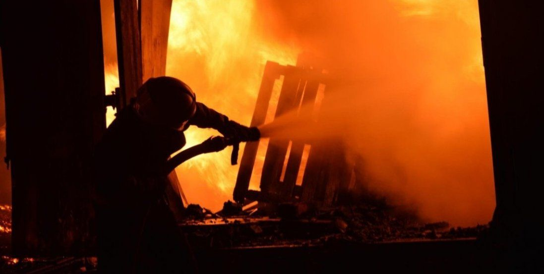 Біля Луцька горить мотель (фото)