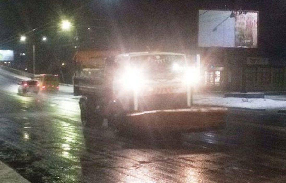 Як чистять вулиці Луцька від снігу (відео)