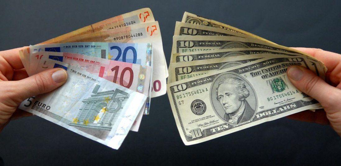 Долар і євро різко подешевшали