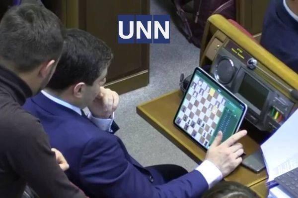 Лубинець грає в шахи