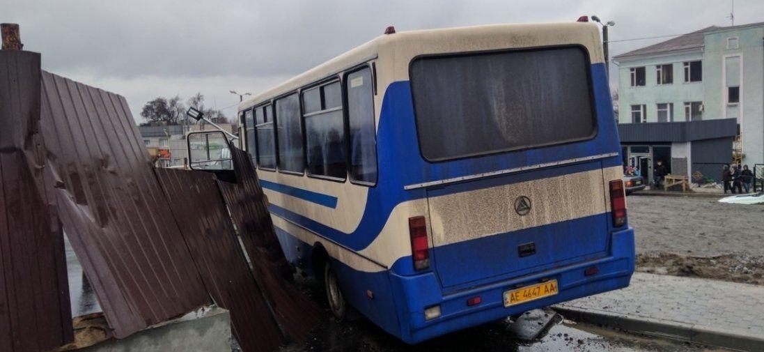 Відомі подробиці аварії автобуса, в якій водій помер за кермом