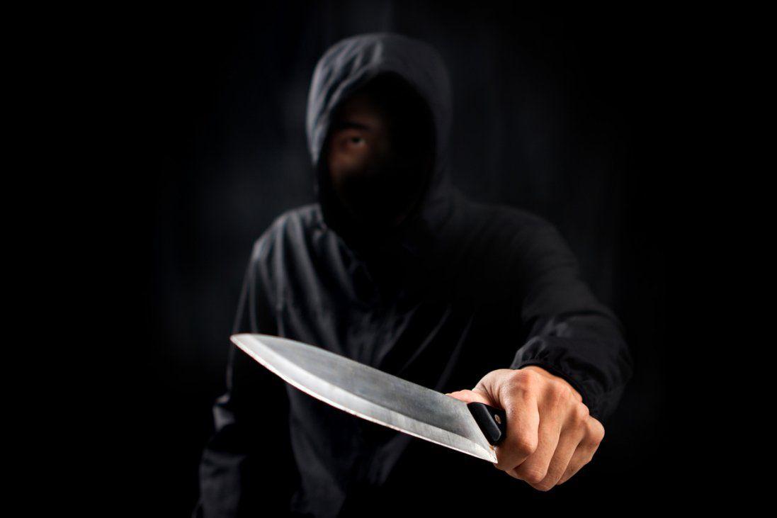 У Дніпрі на чоловіків напали з ножем (фото)